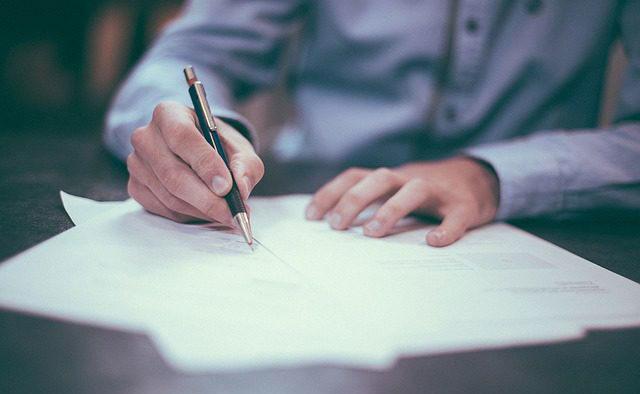 revisión contratos